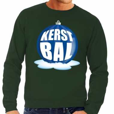 Foute kerstkersttrui kerstbal blauw op groene sweater voor heren