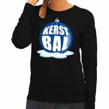 Foute kerstkersttrui kerstbal blauw op zwarte sweater voor dames