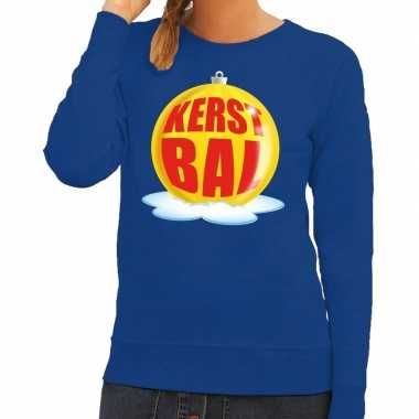 Foute kerstkersttrui kerstbal geel op blauwe sweater voor dames