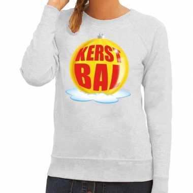 Foute kerstkersttrui kerstbal geel op grijze sweater voor dames