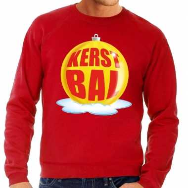 Foute kerstkersttrui kerstbal geel op rode sweater voor heren