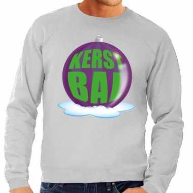 Foute kerstkersttrui kerstbal paars op grijze sweater voor heren