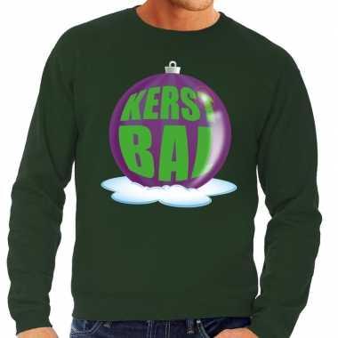 Foute kerstkersttrui kerstbal paars op groene sweater voor heren
