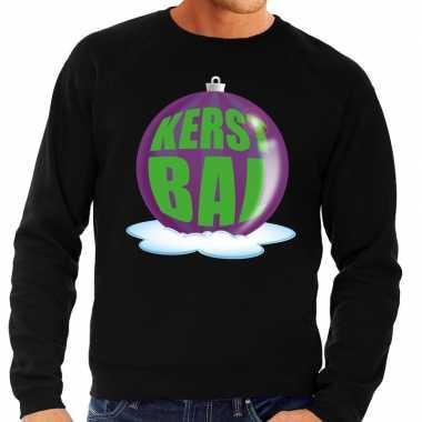 Foute kerstkersttrui kerstbal paars op zwarte sweater voor heren