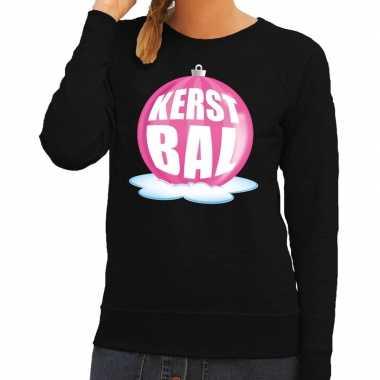 Foute kerstkersttrui kerstbal roze op zwarte sweater voor dames