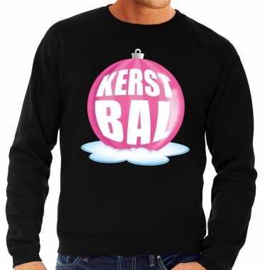 Foute kerstkersttrui kerstbal roze op zwarte sweater voor heren