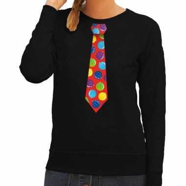 Foute kerstkersttrui stropdas met kerstballen print zwart voor dames