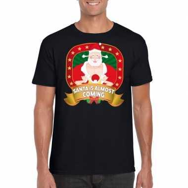 Shirt zwart santa is almost coming player kerstman voor mannen